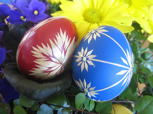 red-blue-easter-eggs-0yz